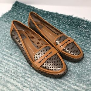 Dolce Vita • women's 9.5 brown & silver loafers